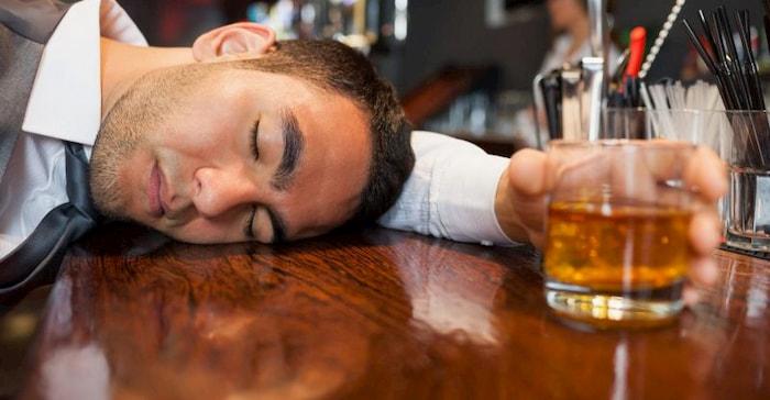 mơ thấy người say rượu